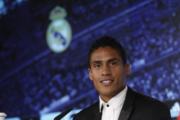 Varane prolongé jusqu'en 2022 — Real Madrid