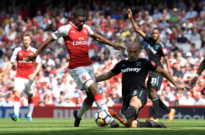 Premier League: Arsenal cartonne West Ham sur le tard